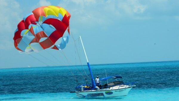Parasailing tour in Cancun