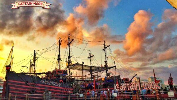 Captain Hook Cancun Show